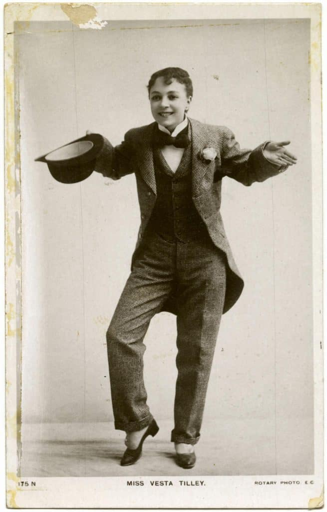 a vaudeville comedian told funny jokes for audience